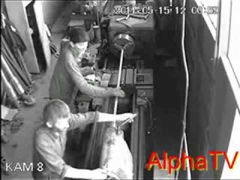 Wypadek przy pracy Tokarka i bluza z długim rękawem BHP w praktyce