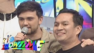 It's Showtime: Alex jokes about MRT