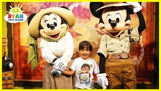Mickey Mouse and Minnie Mouse in Real Life at Disney with fun kids amusement rides!!!