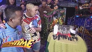 It's Showtime: Vice shares the good vibes to a barber