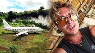Hotade av Maffian i ett övergivet flygplan på Bali