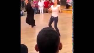 بنت ترقص شعبي امام دريم بارك رقص جامد