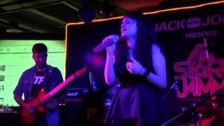 Aditi Singh Sharma performs RAABTA live (AGENT VINOD) Unplugged