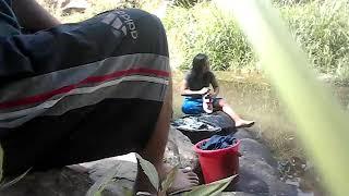 Ngintip cewek mandi di sungai super hot