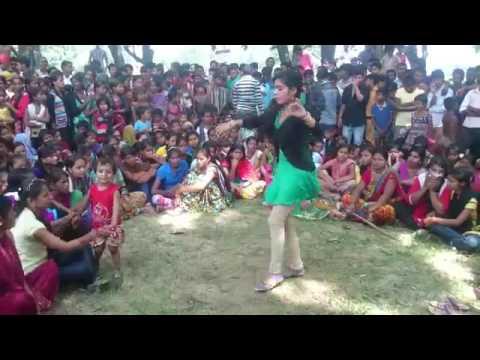 Desi Girls | Dehati Aunty | Sexy Dance in village wedding