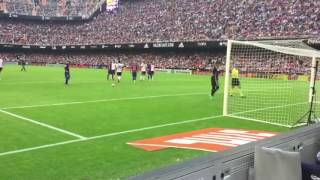 NEYMER GETS HIT ON THE HEAD BY A VALENCIA FAN !!! 22.10.16 !! CRAZY
