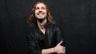 Oldelaf chante avec Julien Doré le 13 octobre 2016 - RTL - RTL