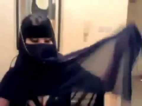 Saudi arab hot girl dancing at her boyfriend room