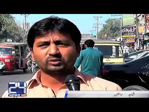 Illegal rikshaw stand in-front of Nishtar hospital Multan become hindrance in traffic flow