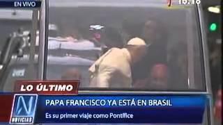 PAPA FRANCISCO recorre las calles de BRASIL en el  PAPA MOVI