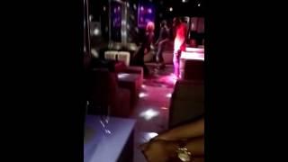 Abidjan est gâté Shakira ce déshabille dans une discothèque