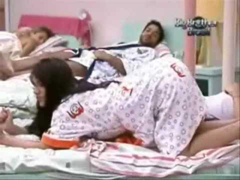 Lia e Anamara vai e vem em cima da cama Bundinha maluca BBB10 BIG BROTHER BRASIL