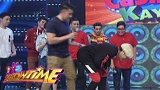 It's Showtime Cash-Ya: Luis pushes Vice Ganda accidentally