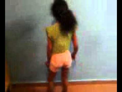 Menina de 09 anos dançando funk
