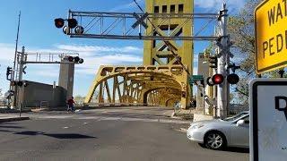 Capitol Mall Railroad Crossing Activates For Tower Bridge Full Activation Hawaiian Chieftain Ship