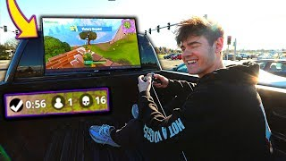 Playing Fortnite On My Car In Traffic... *IMPOSSIBLE* (Fortnite: Battle Royale)
