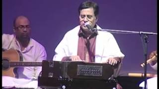 Jagjit Singh Live   Aah Ko Chahiye   Introduced by Gulzar