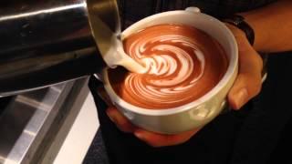 Latte art(Wing Rosetta)by Junichi Yamaguchi