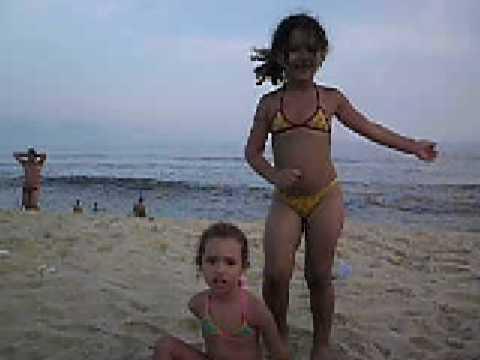 Sâmella e Manu Na praia dando Show