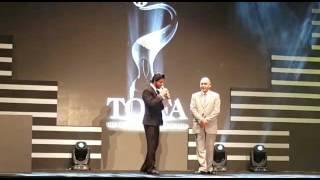 TOIFA 2016 Technical Awards Sharukh Khan & Kareena Kapoor with Ahmed Janahi