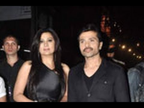 Himesh spotted with his girlfriend!