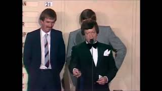 1981 Brownlow medal tie - Barry Round and Bernie Quinlan
