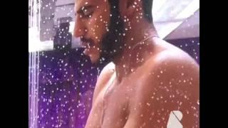 Matheus tomando banho de cueca brancaa