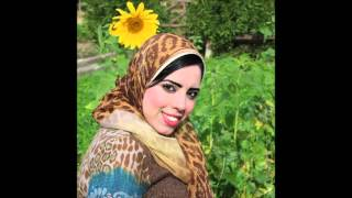 مصرية تتمتع بجسمها الجامد في عطلة الصيف
