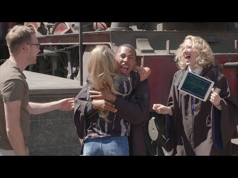 Kalen Plays New Harry Potter 'Heads Up!' Deck at The Wizarding World of Harry Potter