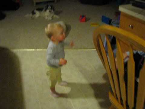 Funny: Baby Dancing to Hoedown Throwdown