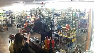 Mom and Daughter Turn the Tables on Suspected Robber as They Pull Out Guns