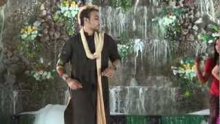 Dance performance on 'Joote do paise lo' at Sangeet!