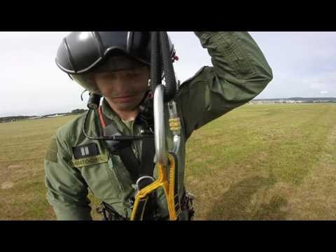 V podvěsu armádní Mi-17