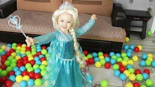 Elsa Sihir Yapmaya Doyamıyor - Renkli Toplarla Çok Eğleniyor