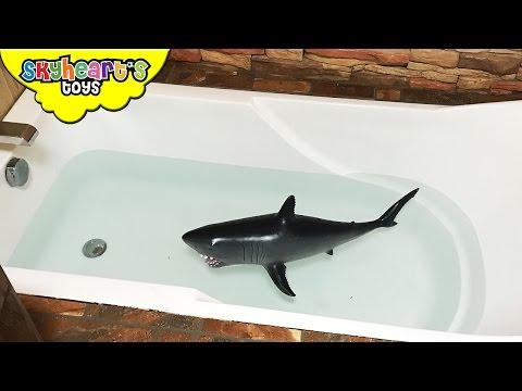 BABY SHARK Attack in BATHTUB Kids playtime battle with shark toys children Skyheart