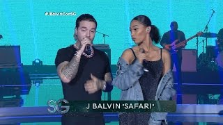 J Balvin canta
