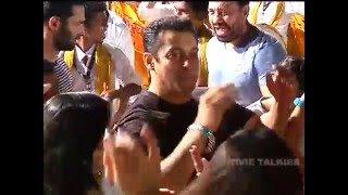 Emotional Sanjay Dutt Hugs Salman Khan At Ganpati Visarjan 2015 Celebrations