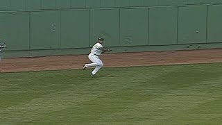 TB@BOS: Henderson plays center field for Red Sox