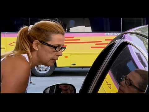 Cadilac mostra sensualidade ao lavar carro