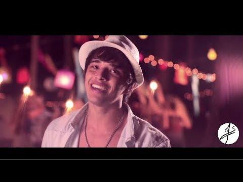 Julian Serrano - Ella Baila Enamorada (Video Oficial)