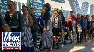 1,000 migrants sharing one bathroom at Tijuana rec center