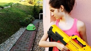 NERF WAR MOVIE : LITTLE GIRL VS REAL LIFE ZOMBIE POU LIKE CREATURES APOCALYPSE