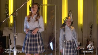 Maddie & Daphne (Lennon and Maisy Stella) Sing