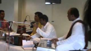 mari aankhe kanku na suraj performed by nilesh  macwan in london