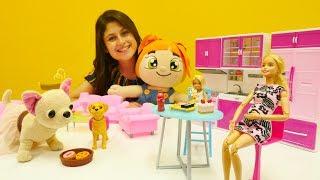 #Barbie hamile. Ayşe, Loli ve Lili Barbie'ye ziyarete gidiyorlar. #Barbieoyunları ve #kızoyuncakları