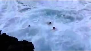 Beutifull hot bathscene on sea sea shore ,kanoo super kuliseen ,jumping,diving horrer and nice