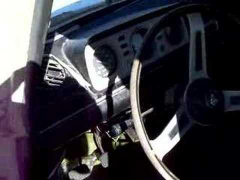 insolito auto abandonado