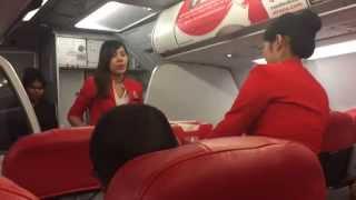 วิธีบริการอาหารบนเครื่องบินของแอร์สาวสวย แอร์เอเชีย (Air Asia) น่ารักมาก