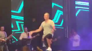 عمرو دياب نغمة الحرمان  لايڤ مارينا  2017 مع جمهورالساحل