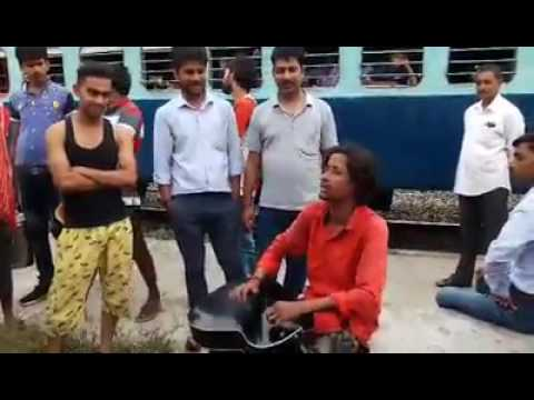 Awesome voice of a Poor Singer Singing Near the Railway Station Sonu Nigum